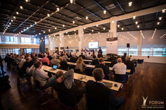 Conférence au Yacht Racing Forum