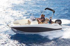 Barco Quicksilver y motor de mercurio del Grupo Brunswick