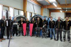 El equipo de Heol Composites frente al autoclave