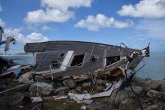 Un velero destrozado en San Martín después de la temporada de huracanes
