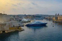 Yates en el puerto de La Valletta en Malta