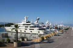 Yates en el puerto de Antibes