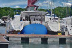 Levantar un catamarán en un cojín de High Point