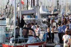 Las multitudes en los pontones de la exposición de barcos del Grand Pavois