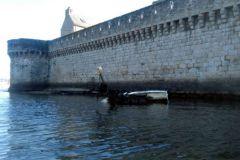 Pecio abandonado de un barco de placer