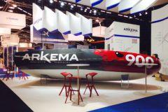 El Mini 6.50 de Arkema durante su presentación en el JEC World 2016