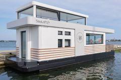 Sealoft, vivienda flotante en funcionamiento en Lorient Kernevel