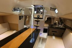 Interior del velero reacondicionado por Dream Racer Boats