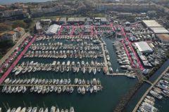 Vista aérea de la exposición de barcos de Cap d'Agde