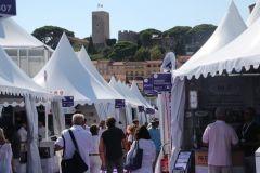 El callejón de los fabricantes de equipos en el Festival de Yates de Cannes