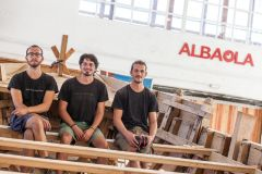 Los 3 primeros carpinteros navales graduados por Albaola