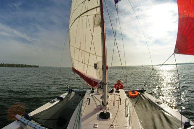 Vista del trimarán Astus 24 desde Astus Boats
