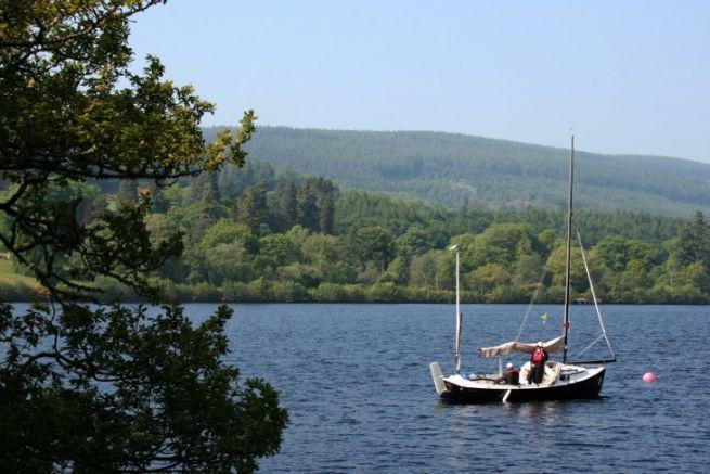 Un velero en el Canal de Caledonia